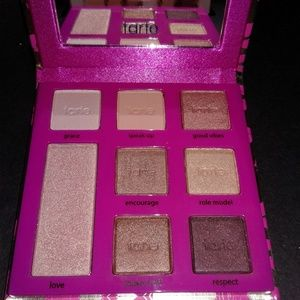 Double Duty Beauty Eyeshadow Palette